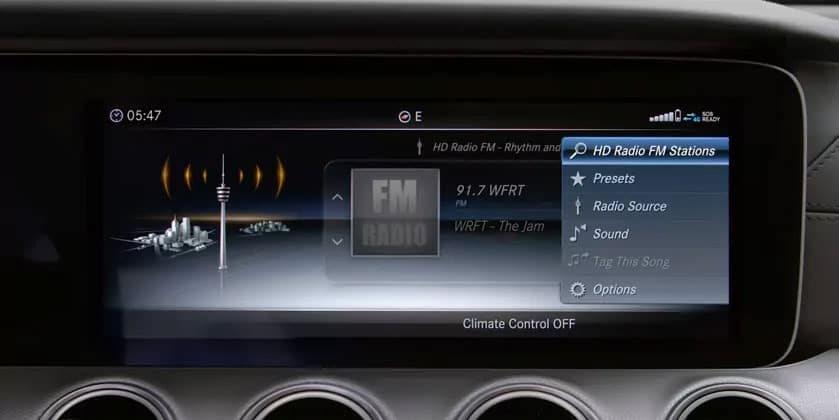 Using Mercedes-Benz Radio Functions