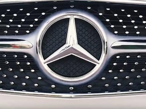 Illuminated Mercedes-Benz Star
