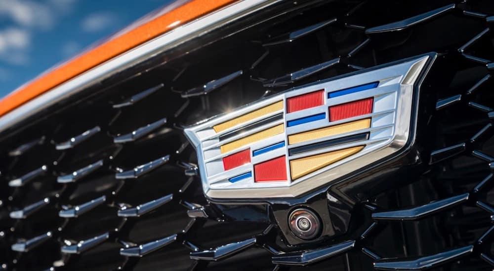 A closeup of the Cadillac XT4 grill emblem