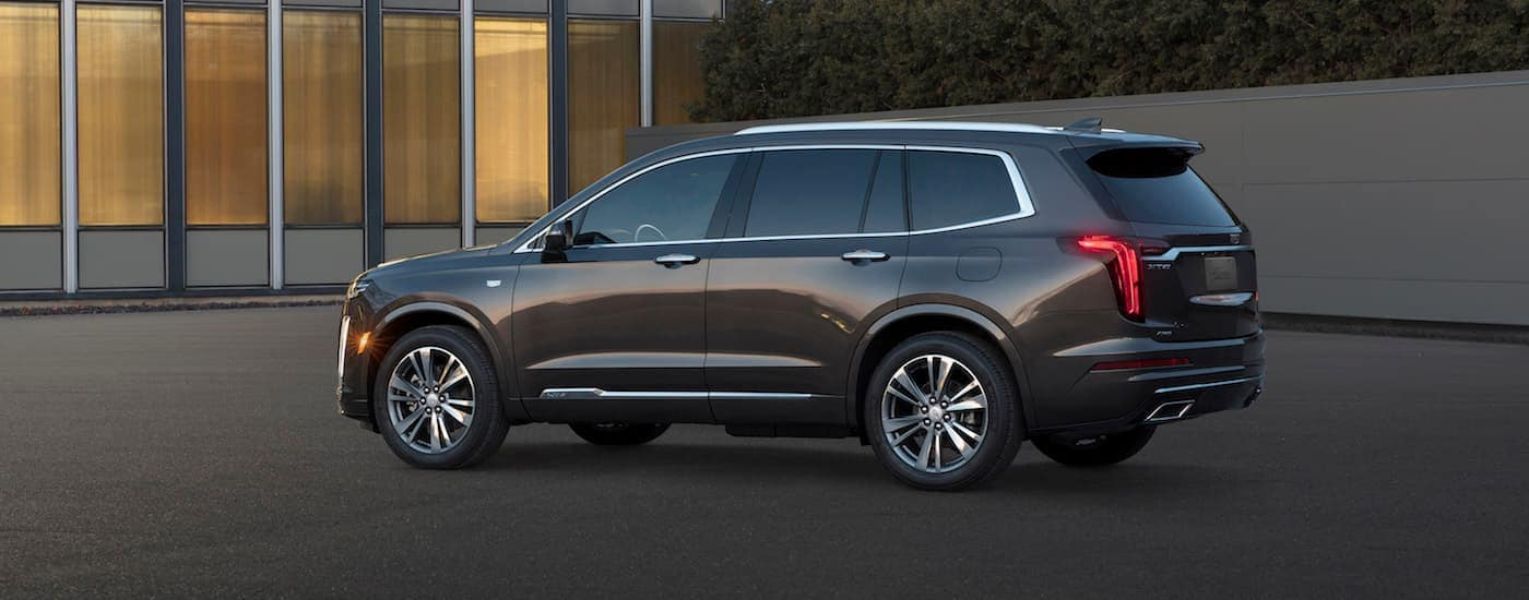 A gray 2020 Cadillac XT6 in front of a modern house