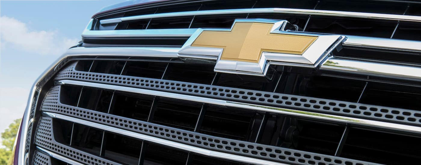 A closeup of the Chevrolet bowtie logo on a 2018 Chevy Traverse at your local Chevy Dealership.