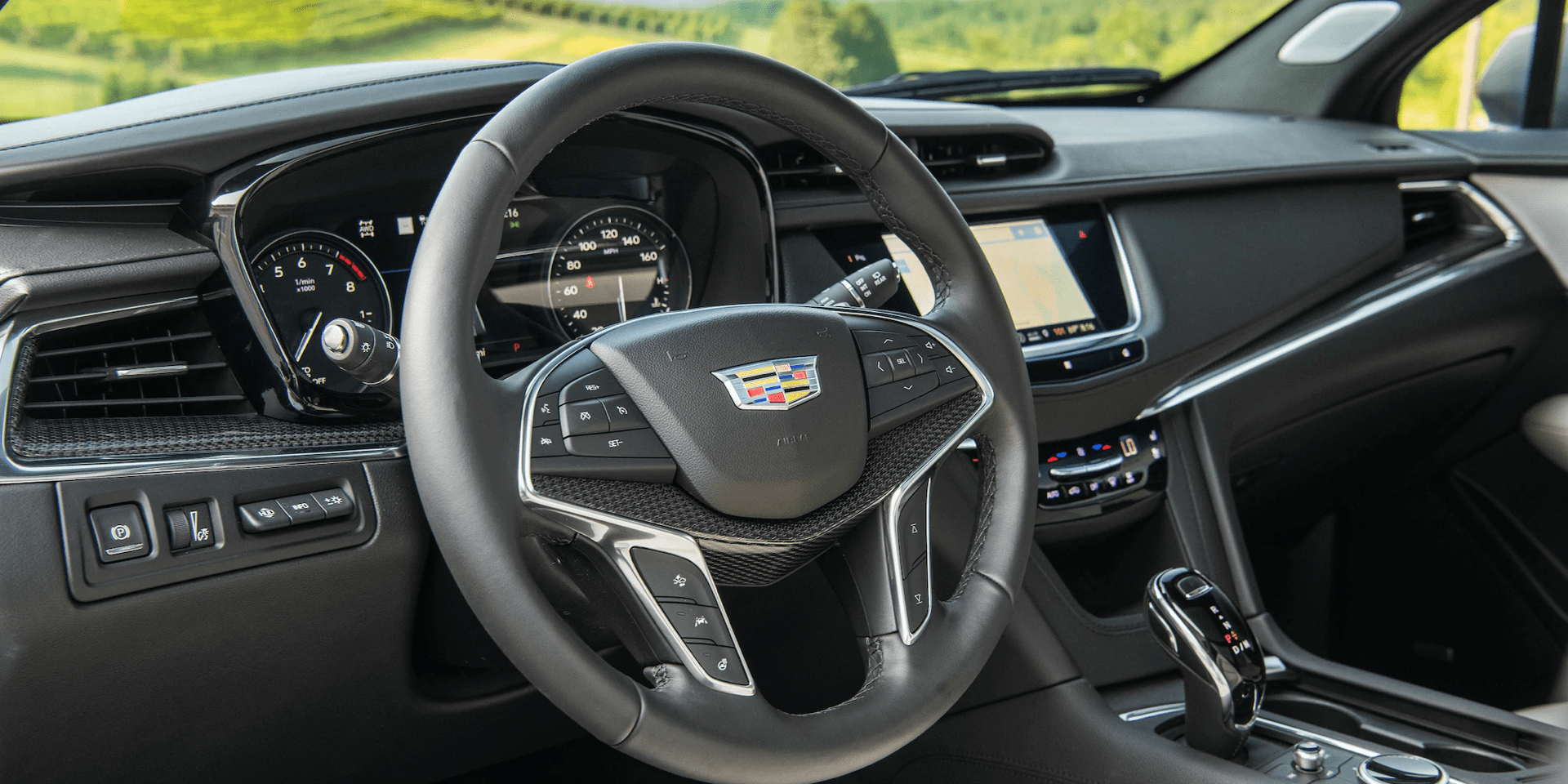 Cadillac XT5 steering wheel
