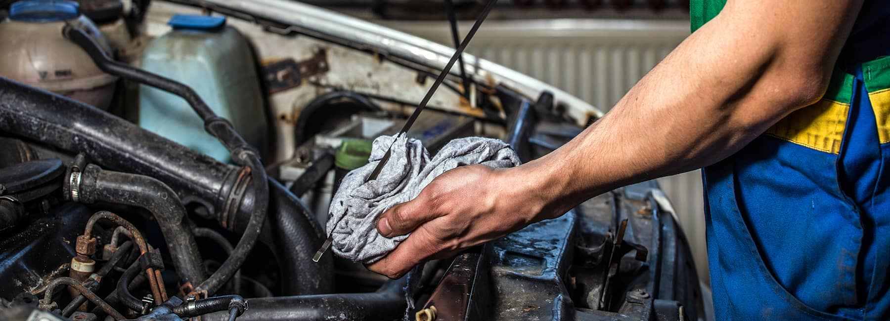 mechanic doing service