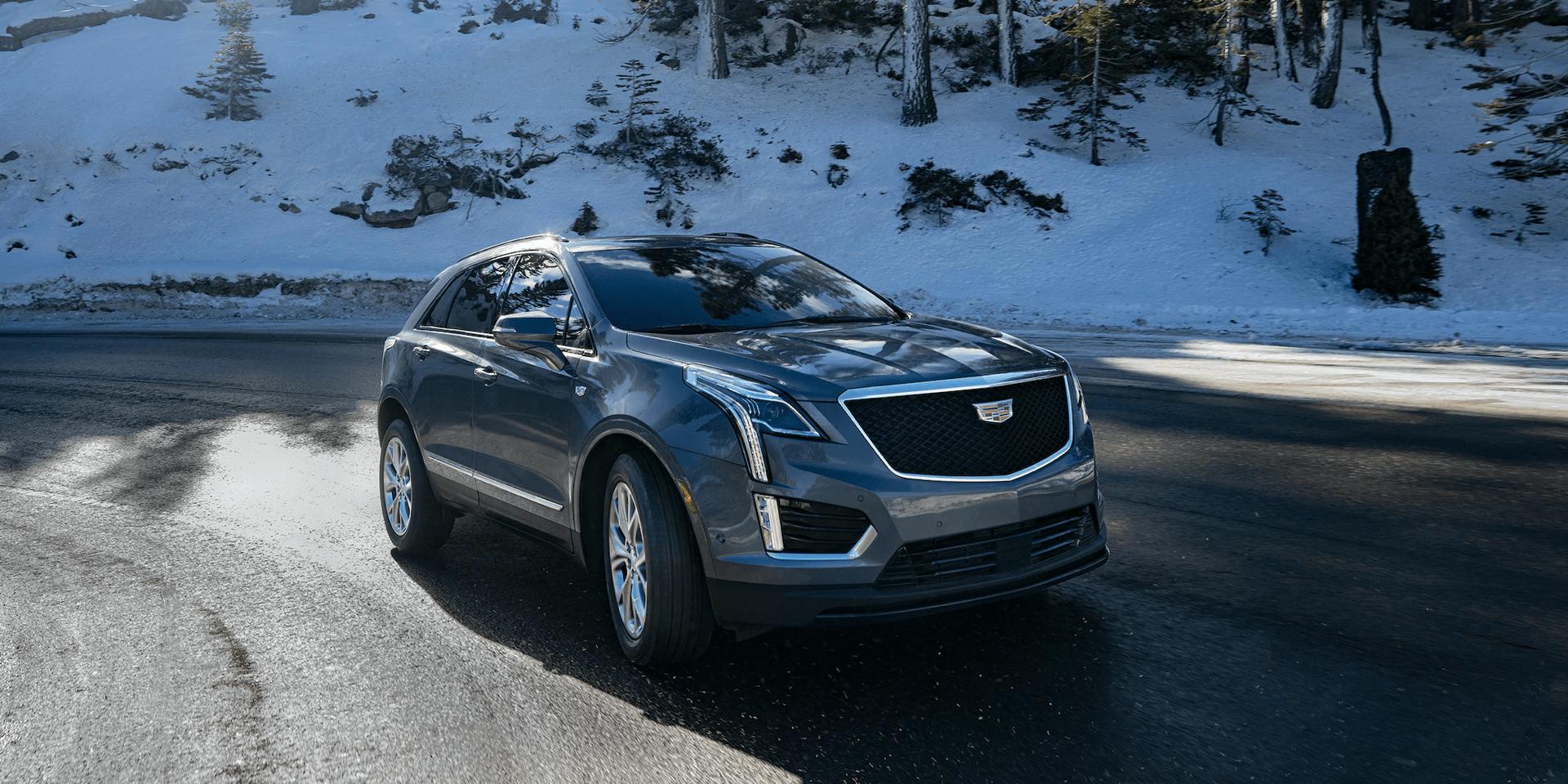 Cadillac XT5 drives on snowy road