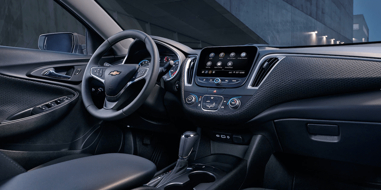 2019 Chevrolet Malibu interior in black leather with technological dashboard features