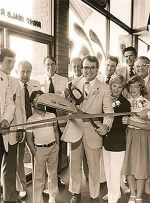 Jerry Seiner cutting ribbon