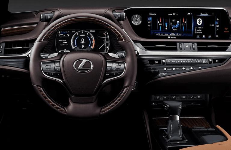 2020_Lexus_ES_dash_and_wheel_o