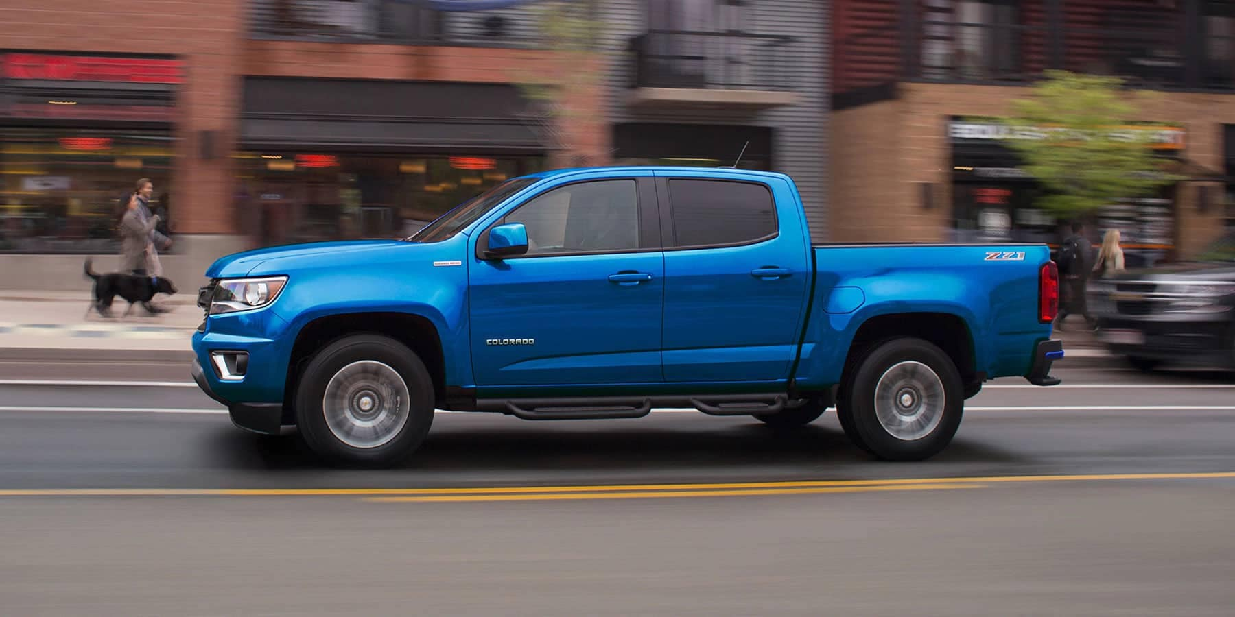 2019-Chevrolet-Colorado-Driving-Down-The-Busy-Street