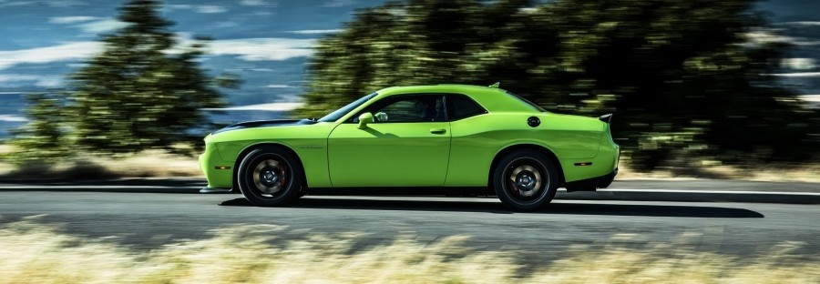 2015-dodge-challenger-srt-hellcat-side-in-motion - Dodge dealer in Miami