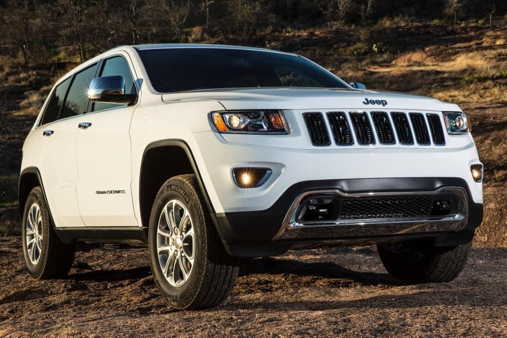 2015_Jeep_Grand_Cherokee_Laredo_4dr_SUV_36L_6cyl_8A_3473876