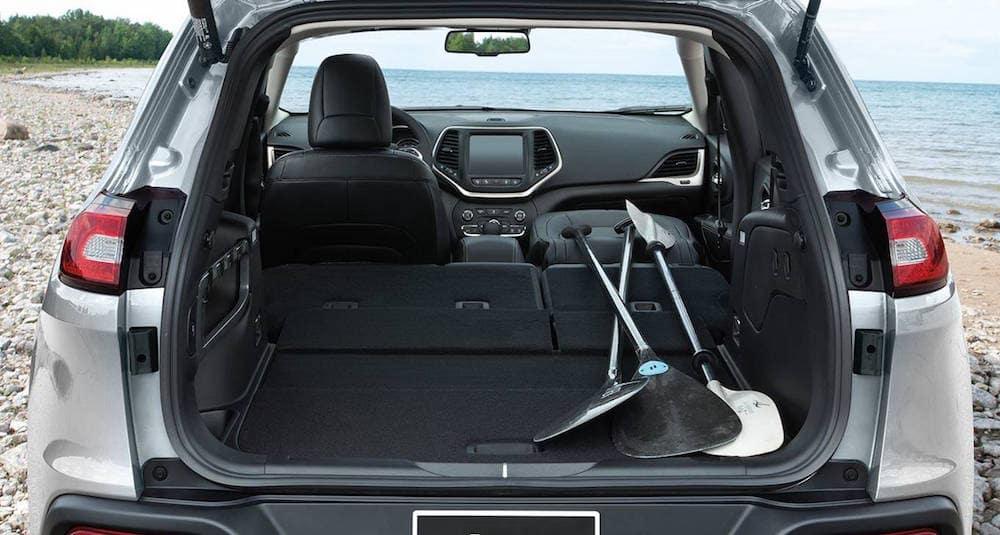 9-2014-jeep-cherokee-trunk-storage
