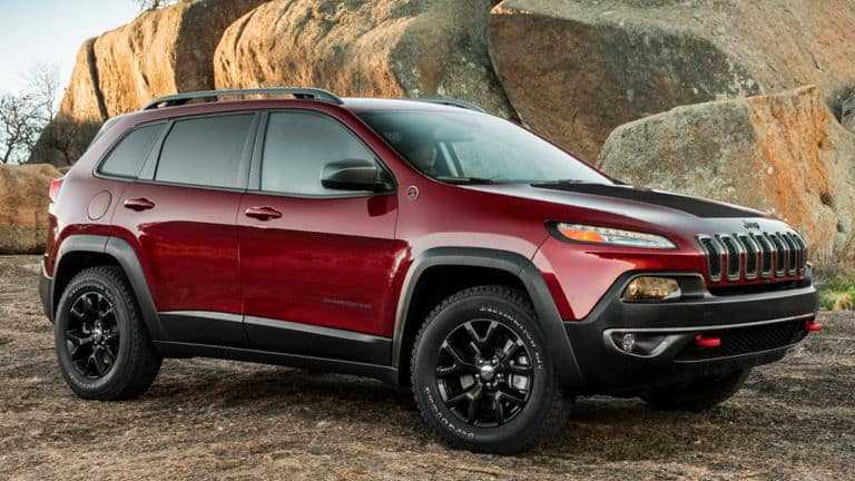 2015-Jeep-Cherokee-vs-2015-Ford_Escape-C