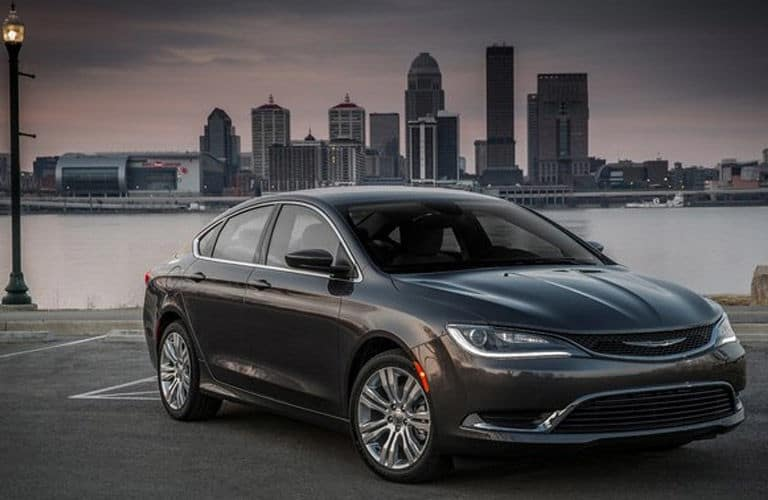 2015-Chrysler-200-vs-2015-Hundai-Elantra_C2