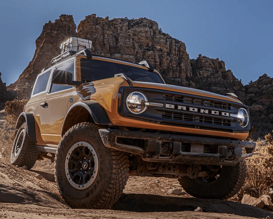 2021 Ford Bronco diving through a rocky desert