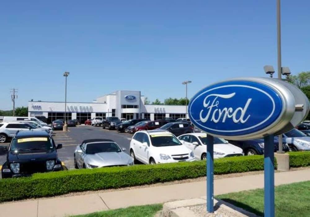 Lou Fusz Ford outside the dealership