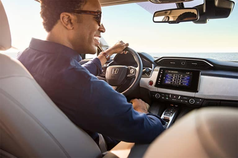 2020-honda-clarity-interior-driver-mobile