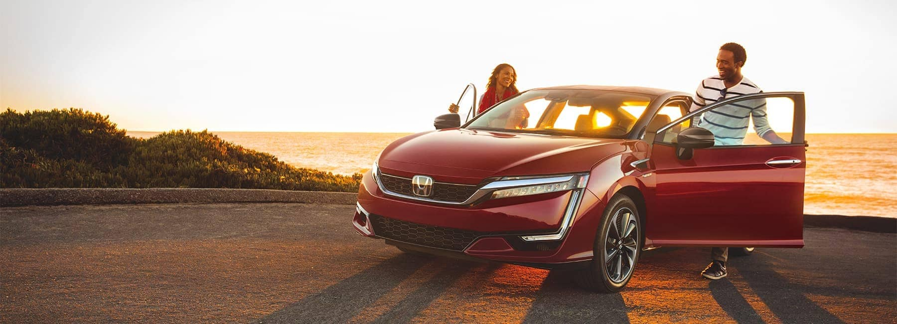 2020-Honda-Clarity-happy-couple getting into their car