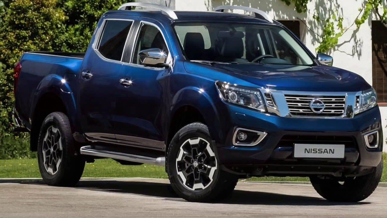 2020 Nissan Frontier blue angled