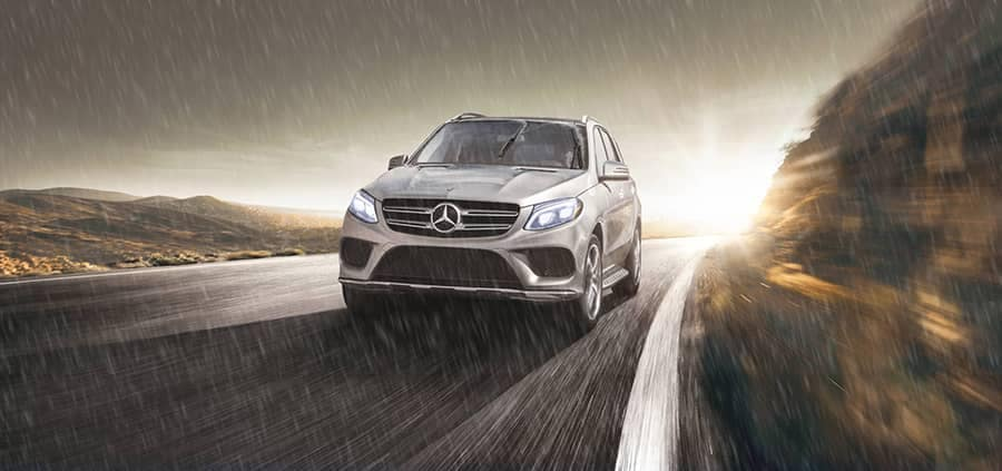 17_GLE_SUV_in-rain