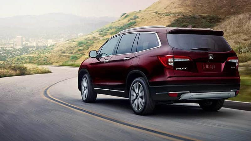 2019 Honda Pilot Driving Around a Curved Road