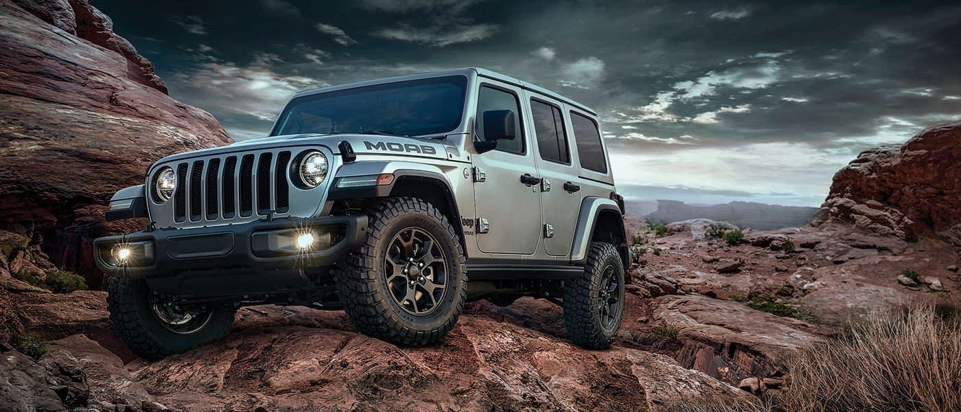 2019 Jeep Wrangler MOAB driving on rocks