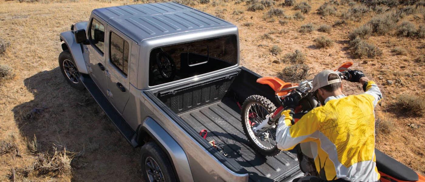 2020 Jeep Gladiator towing bikes