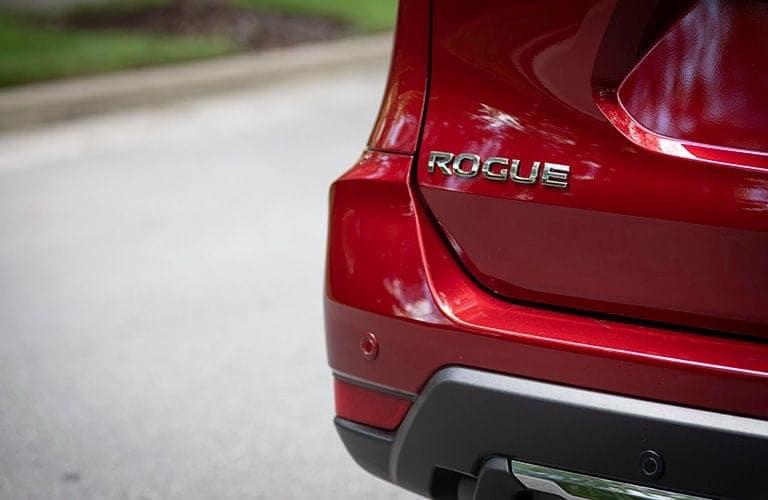 2019-Nissan-Rogue-back-closeup