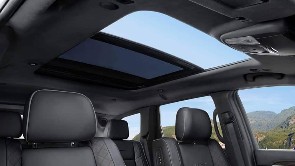 2019-Jeep-Grand Cherokee Interior Gallery-5