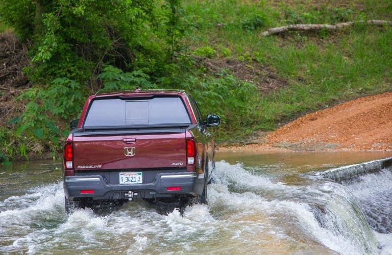 2018-Honda-Ridgeline-wading-through-water_o