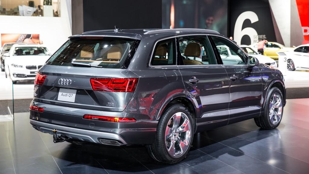 2017 Audi Q7 - Back view