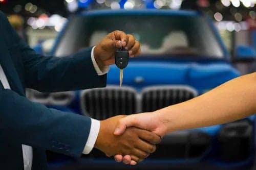 handshake-with-keys-handed-over