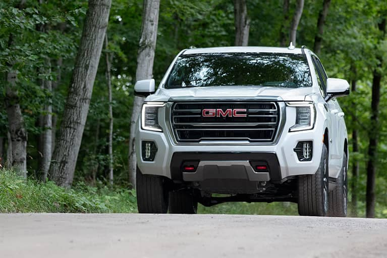 2021 GMC Yukon AT4 4WD in Summit White
