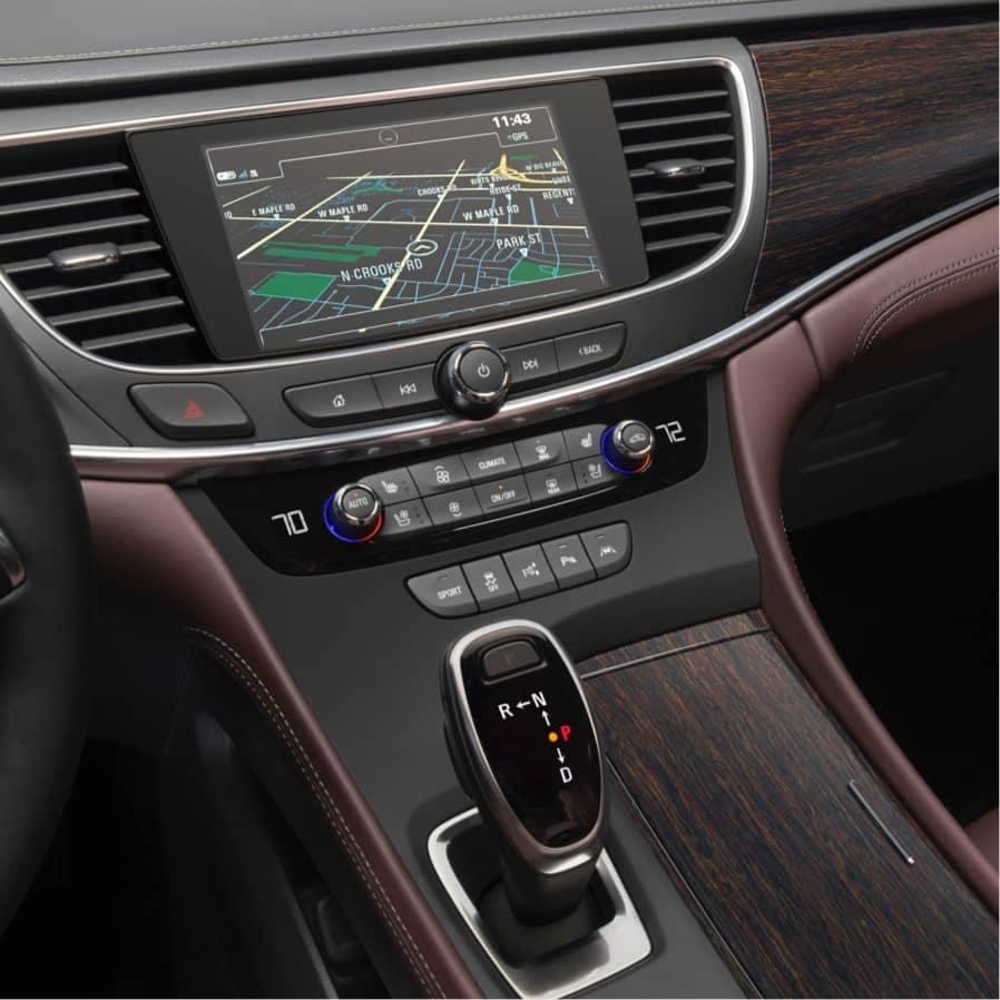 2018-lacrosse-avenir-refined-interior-18BULA00313