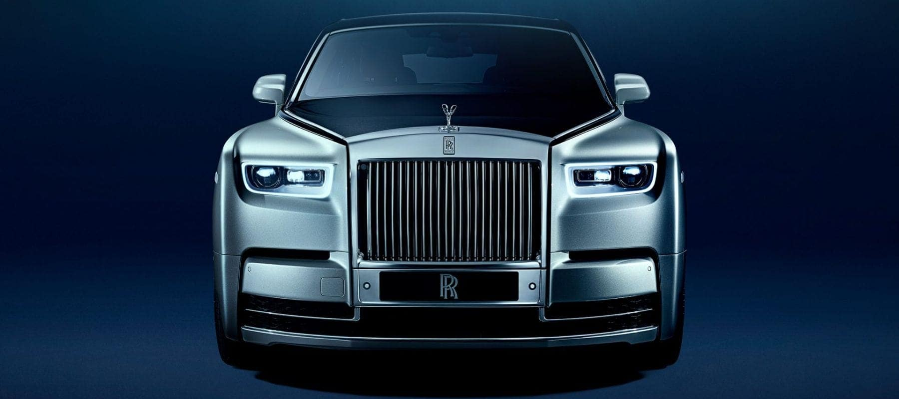 Front view of the Rolls-Royce Phantom
