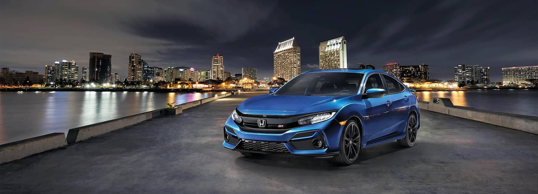 2020 Blue Honda Civic SI Parked Angled in front of City Skyline Mobile