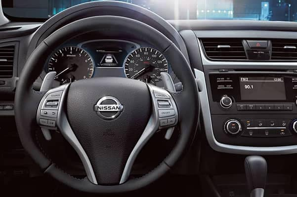 2017-Nissan-Dashboard-2