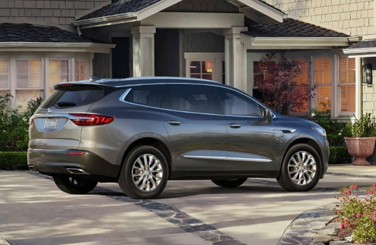 2019_Buick_Enclave_side_768x500_o