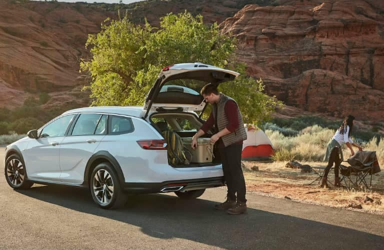 2019_Buick_Regal_TourX_cargo_and_people_o