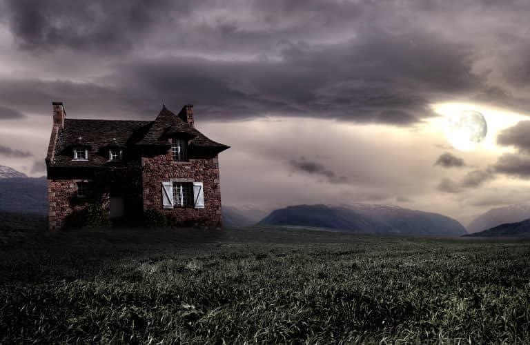 house_and_moon_768x500_b