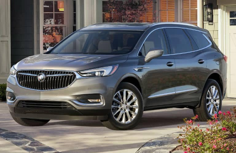 2019_Buick_Enclave_at_house_o