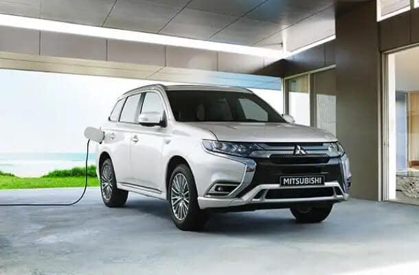 2020 Mitsubishi Outlander PHEV Charging Image